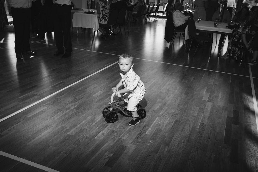 lechlade cotswalds wedding photographer fl 080 1024x682 - Faith + Leon   Cotswolds Wedding Photography